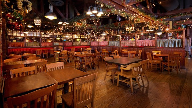 Pros and cons of every Hollywood Studios restaurant - Mama Melrose's Ristorante Italiano (lunch)