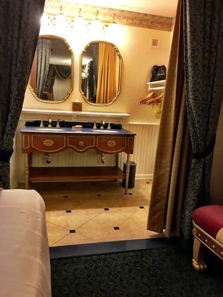 Port Orleans Riverside Royal Room Bathroom