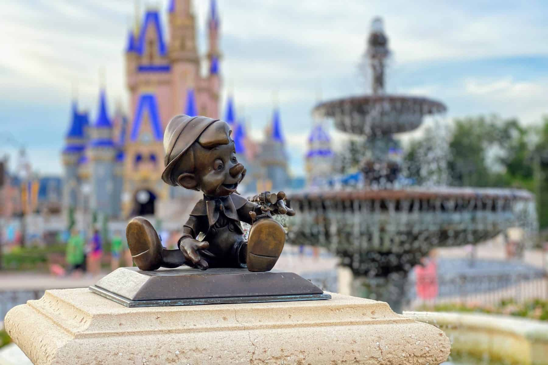 Pinocchio hub statue