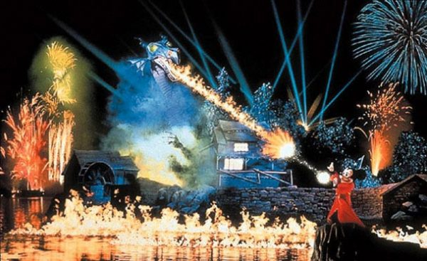Fantasmic 600x367 - The best 8-day Disney World itinerary for families