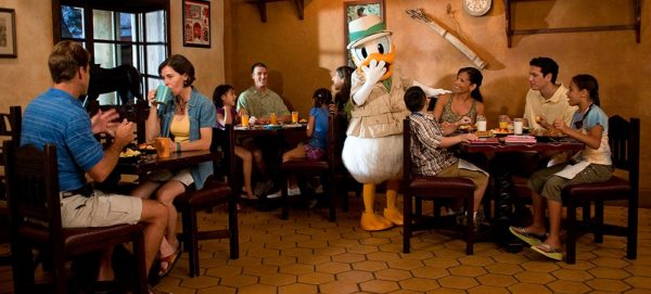 donaldmeal 600x271 - The best 8-day Disney World itinerary for families