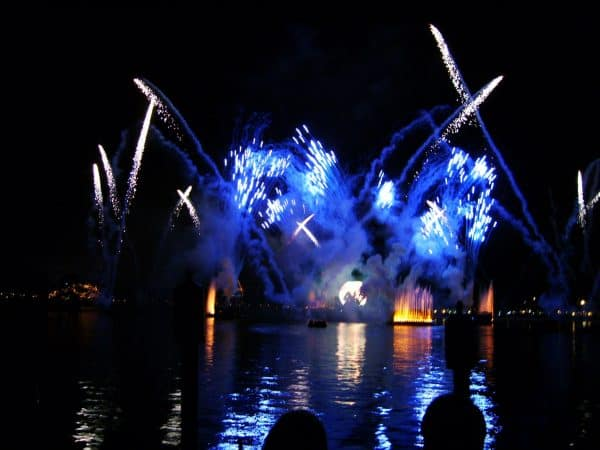 illuminations 600x450 - The best 8-day Disney World itinerary for families