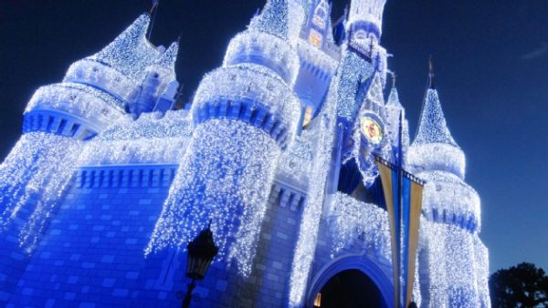 holiday d lights 00 600x338 - A luxury Disney World trip plan