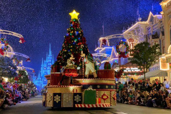 Mickey's Very Merry Christmas Party Parade