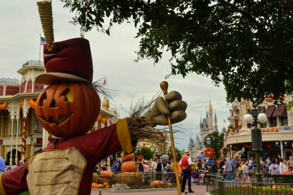 Mickey's Not-So-Scary Halloween Party scarecrow
