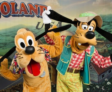 AK character meet goofy pluto 001 e1448831376938 - A guide to all Animal Kingdom rides and attractions