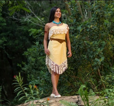 AK character meet pocahontas 00 e1448831041202 - A guide to all Animal Kingdom rides and attractions