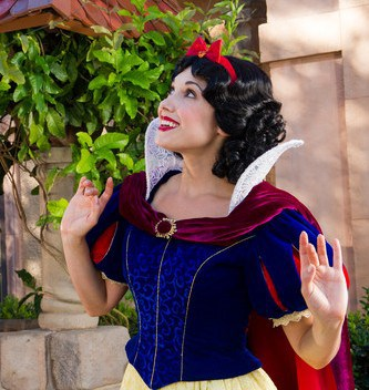 Epcot character meet snow white 00 e1448833219704 - Guide to all Epcot rides and attractions
