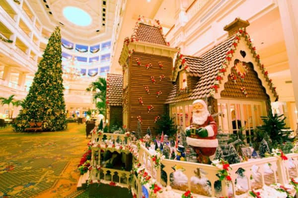 Grand FLoridian christmas 600x399 - Our best tips for planning a short trip to Disney World
