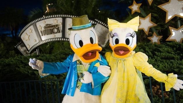 Daisy & Donald Duck (character meet)