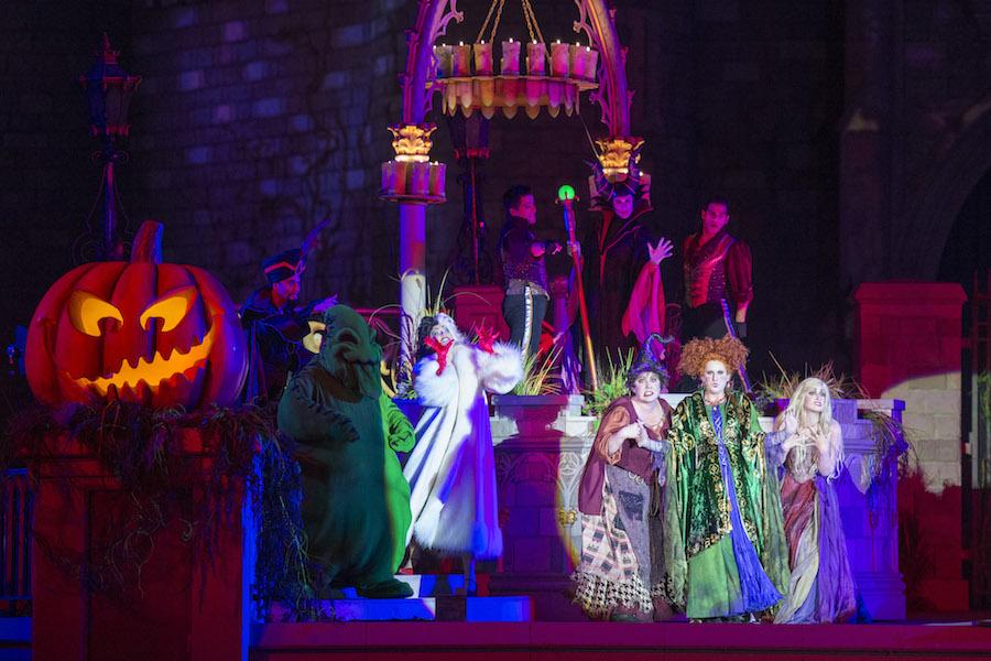 Hocus Pocus Villian Spelltacular castle show (seasonal)