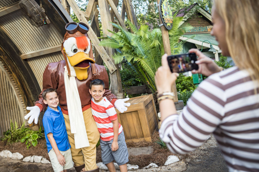 Pluto, Launchpad McQuack & Scrooge McDuck (character meet) – Temporarily Unavailable
