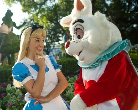 MK character meet alice in wonderland mad tea party 00 e1448834954193 - Complete guide to Magic Kingdom rides and attractions