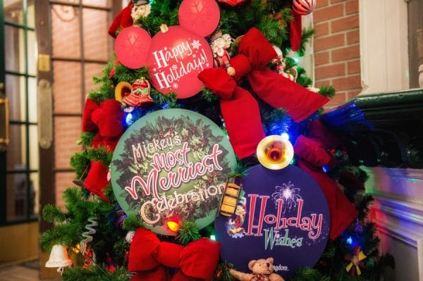 MVMCP PhotoPass5 600x399 - Tickets now on sale for Mickey's Very Merry Christmas Party