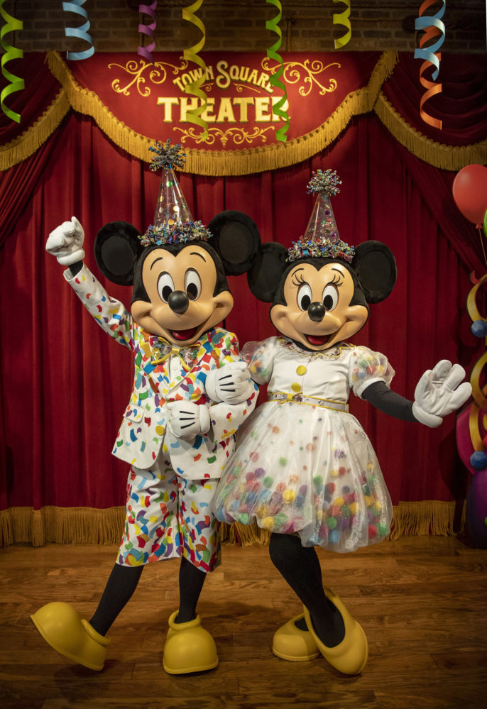 Mickey and Minnie at Town Square Theater (character meet)