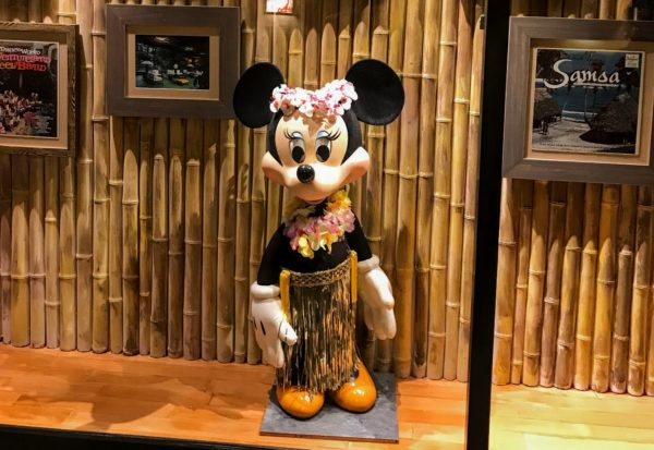 Minnie Mouse at the Poly Disney World money saving tips