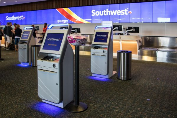 Orlando airport kiosk 600x400 - Complete guide to flights for your Disney World trip