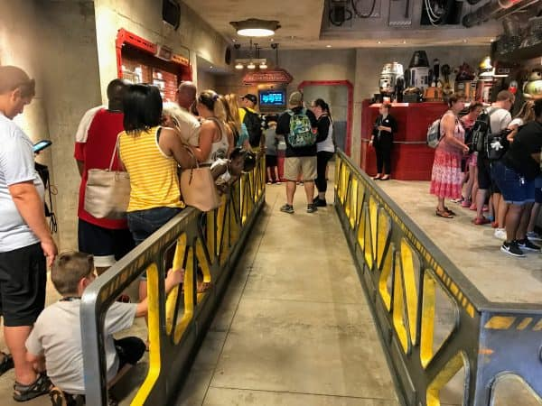 Lines at Droid Depot