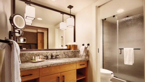 Copper Creek Deluxe Studio bathroom