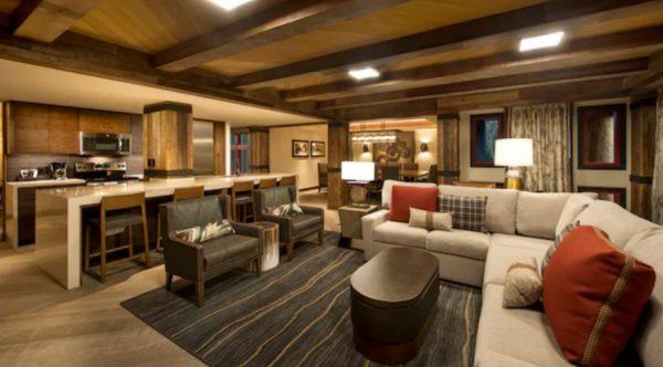 Copper Creek Grand Villa Kitchen and sitting area