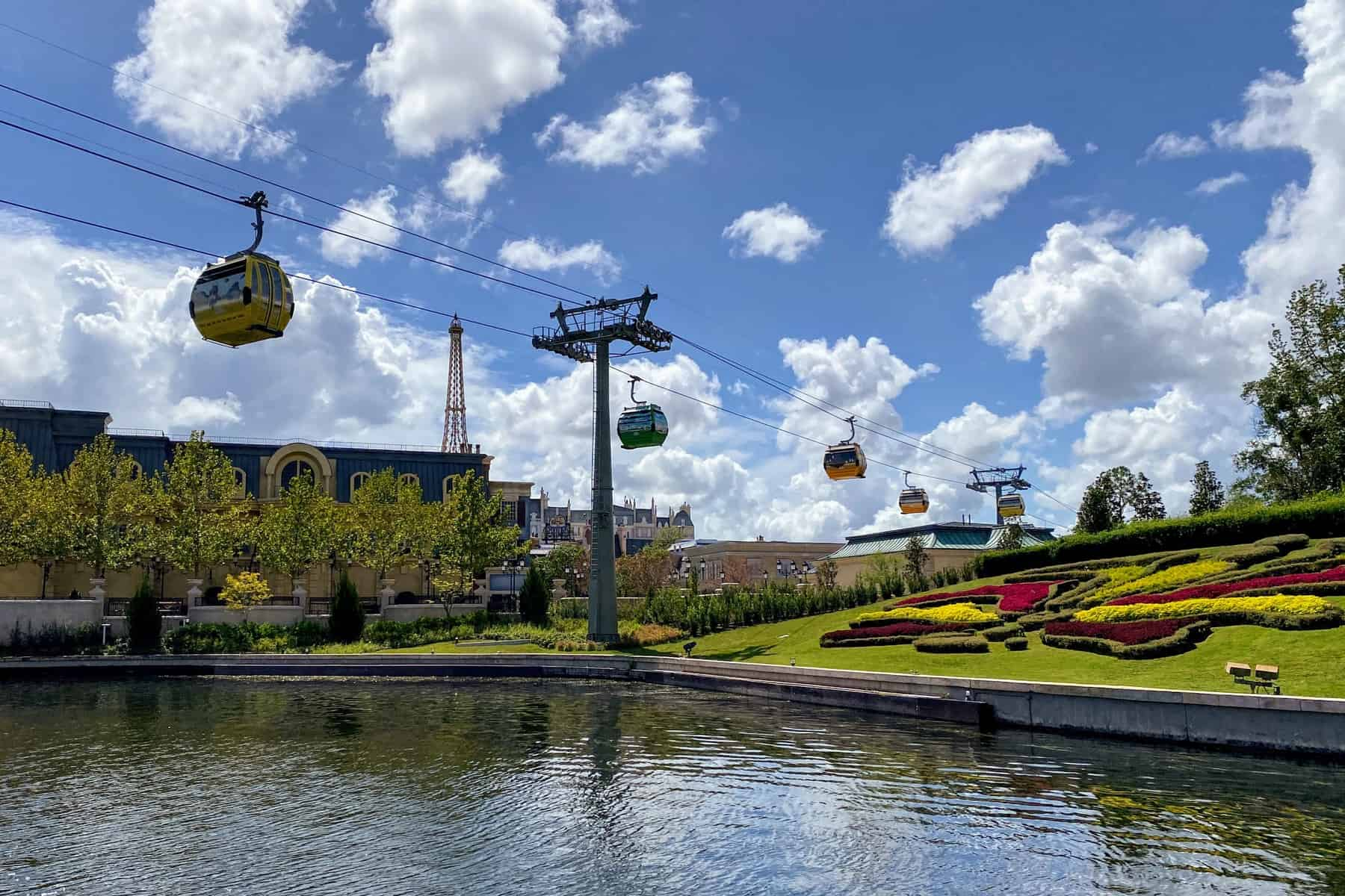 disney skyliner at epcot international gateway