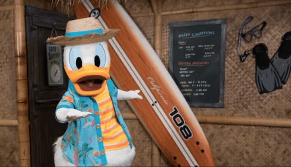 Donald Duck's Seaside character dining at Disneyland's Paradise Pier Hotel
