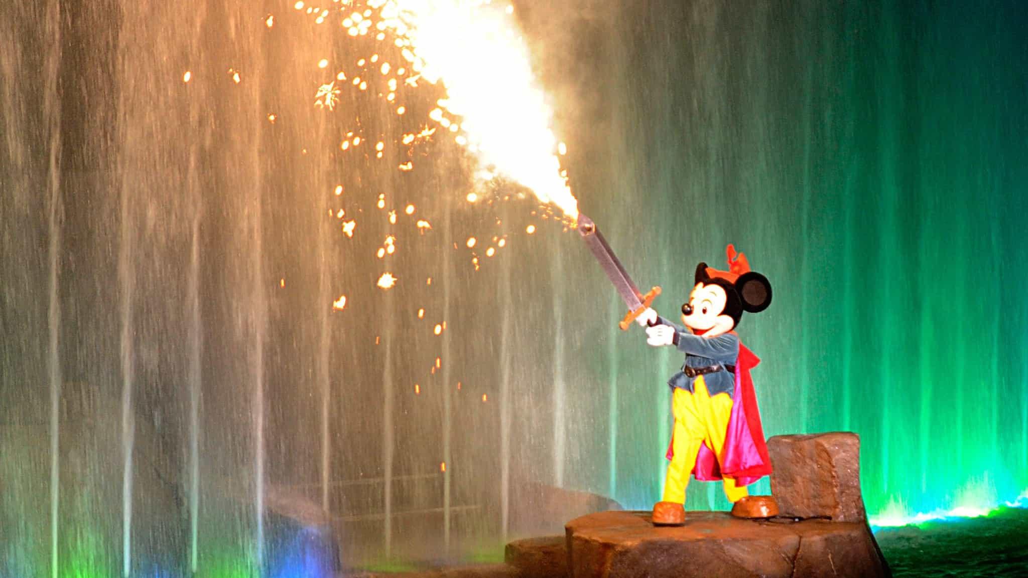 fantasmic 02 new - Where to meet Mickey Mouse at Disney World