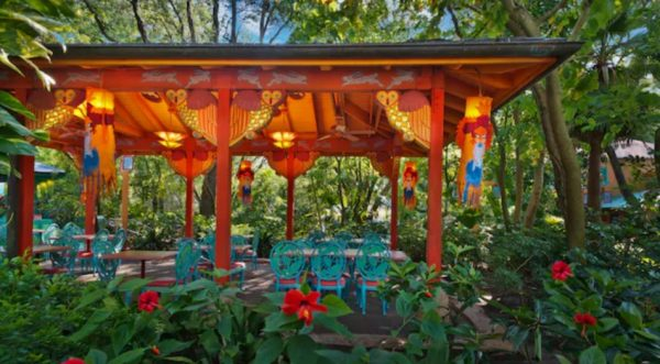 Flame Tree Barbecue has outdoor seating