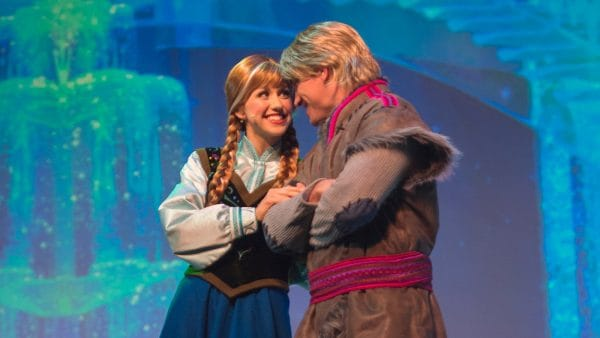 frozensingalonglg 600x338 - Tips for seeing Anna and Elsa at Disney World (and Olaf too!)