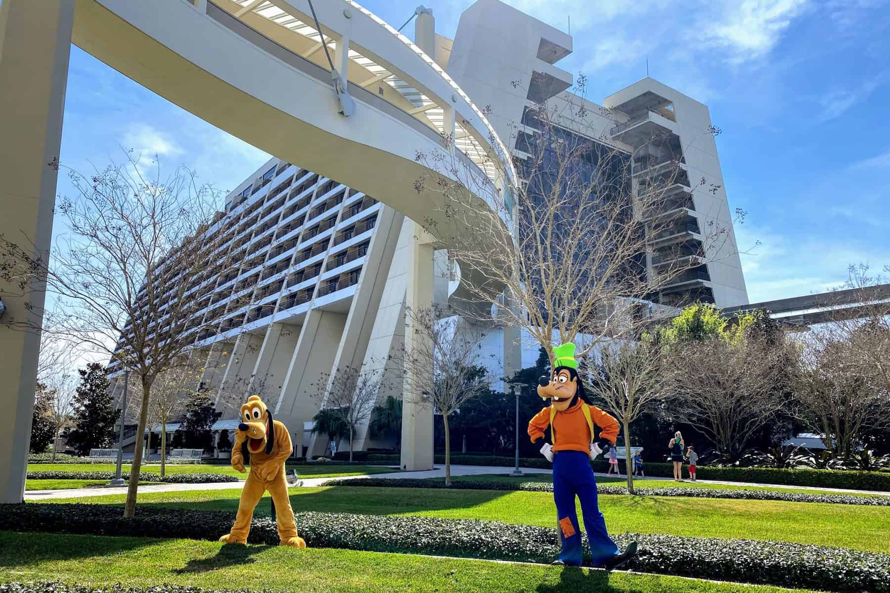 Goofy and Pluto on the lawn of the Contemporary