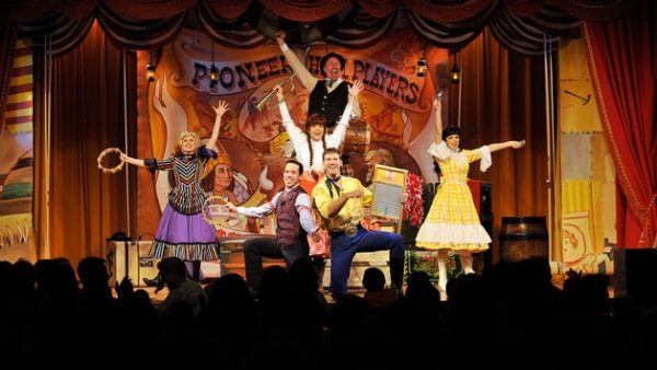 hoop de doo musical revue 00 600x338 - Disney World food (everything you need to know)