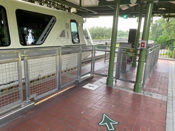 Monorail queue