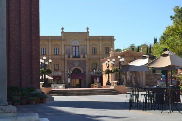 Outdoor seating at Italy Pavilion in Epcot