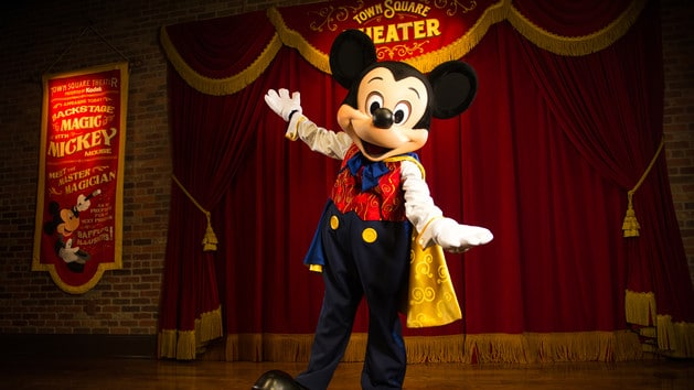 Mickey at Town Square Theater (character meet)