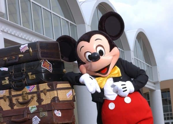 mickeymagicalexpress2 600x430 - How Magical Express works at Disney World