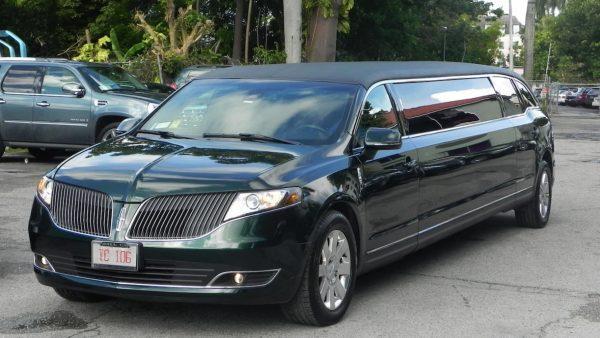 Private limo tour of Nassau