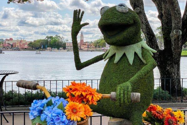 Kermit topiary