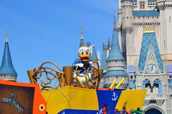 Donald Move It! Shake It! MousekeDance It!
