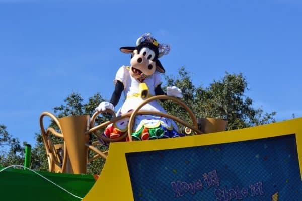 Move It! Shake It! MousekeDance It!