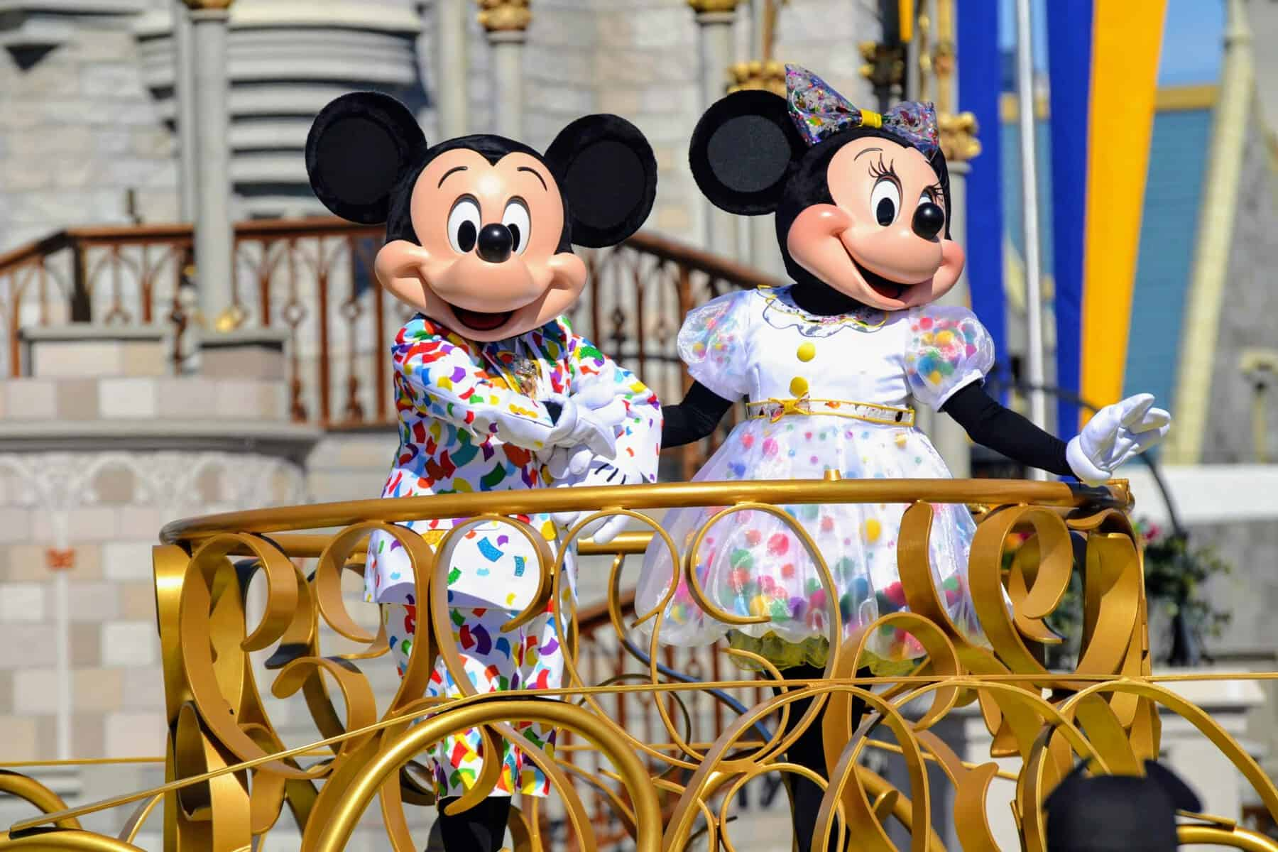 Mickey and Minnie in Move it, Shake it