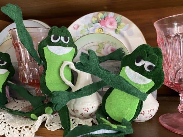 Felt Frogs