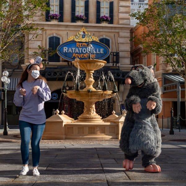 remy's ratatouille adventure fountain at epcot