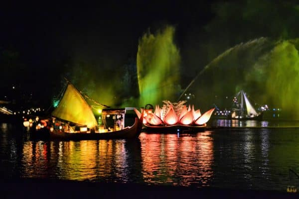 Rivers of light from the dessert party