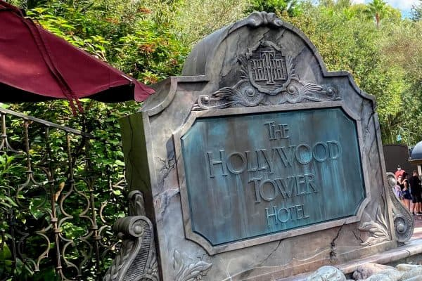 the hollywood tower hotel sign