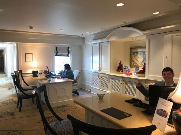 Disney Club Level concierge desk