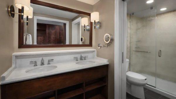 Disney's Yacht Club standard room bathroom